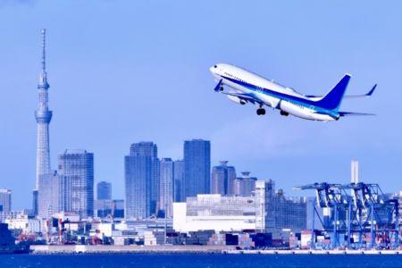 飛行機と東京スカイツリーの画像